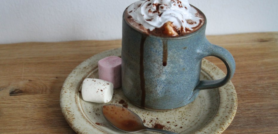 Vegan hot chocolate with marshmallows
